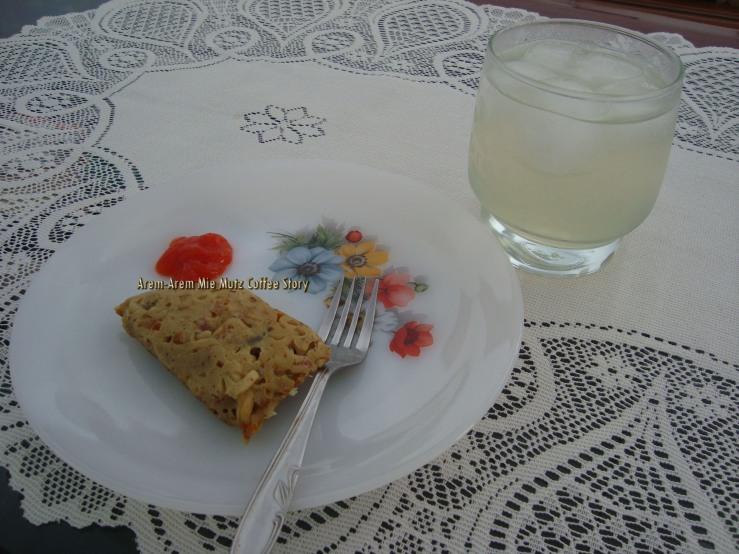Arem-Arem Mie dan Lemon Juice