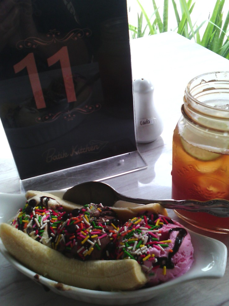 banana split & iced lemon tea Batik Kitchen. by mutz. 'Apa adanya' always look lightly