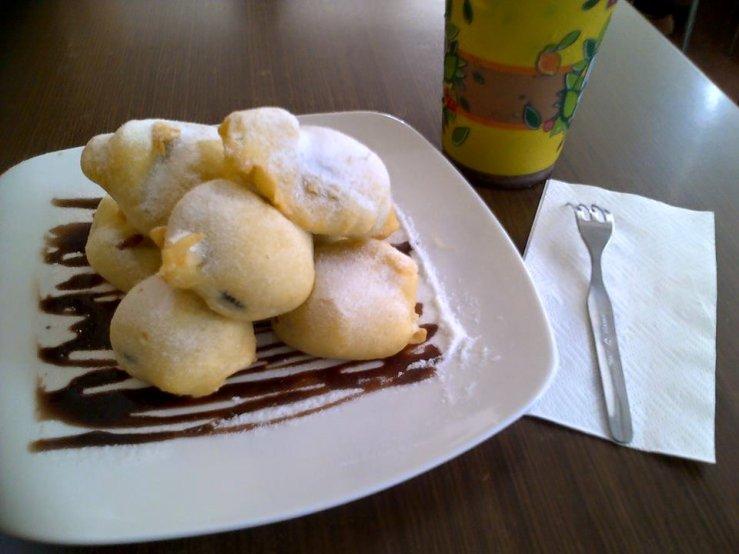 a plate of orego (oreo goreng) and a cup of chocoreo tea @Tong Tji Tea Bar Asia Toserba